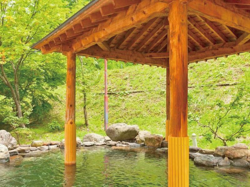 【ご婦人用露天風呂】四季折々の季節を感じられる露天風呂