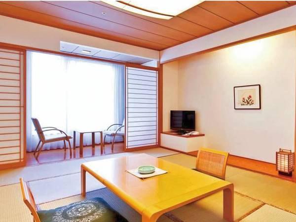 【12畳和室/一例】純和風の造りで、窓から陸奥湾の眺望をお楽しみ頂けます。