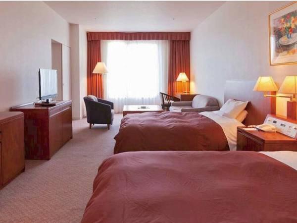 [客室/例] 客室やバスルームから陸奥湾を望む広々36㎡の特別洋室