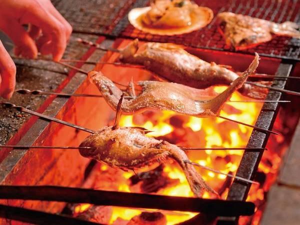【調理/イメージ】熟達の調理人が旨い時を逃さず調理。炭の炎で、ゆっくり、じっくり