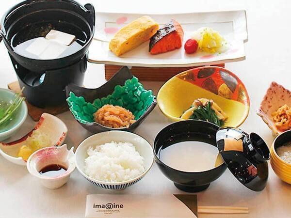 【和洋バイキング/一例】地元の食材にこだわったふるさとのあたたかい味です。「津軽」ならではの食材を中心としたこだわりメニューが勢揃い