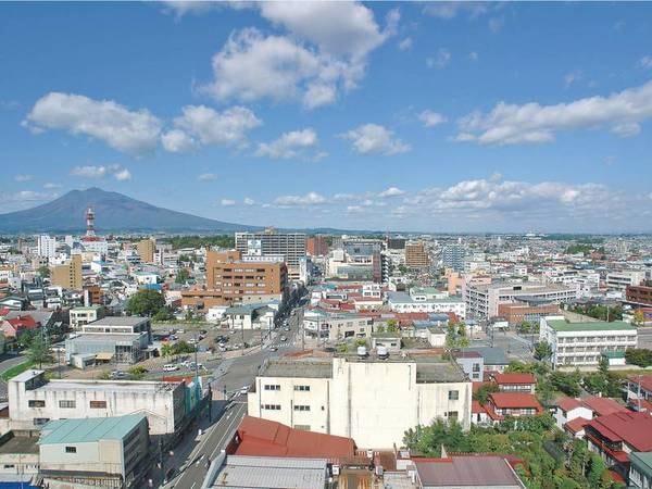 【朝食会場/眺望】最上階ホール「ステラ」から晴れた日には「岩木山」「白神山地」が見渡せる