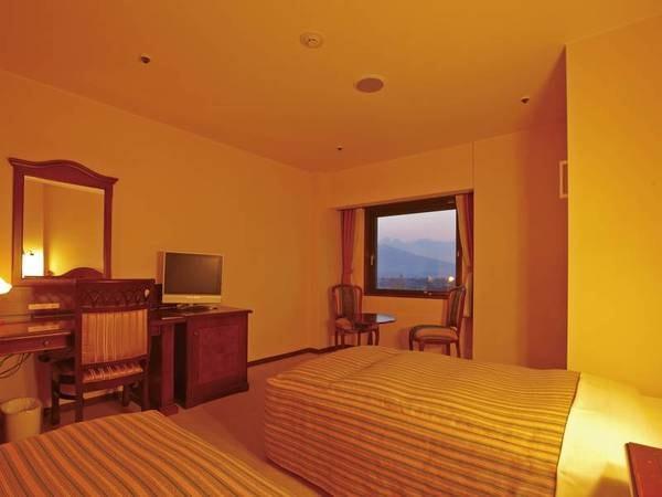 【ツインルーム客室/例】ゆったりとしたツインルームは3名様のご利用頂けます。※エキストラベッドを使用