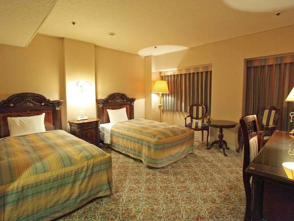 【デラックスツイン客室/例]】広々31.38㎡で落ち着きのあるインテリアと余裕のルームスペース。