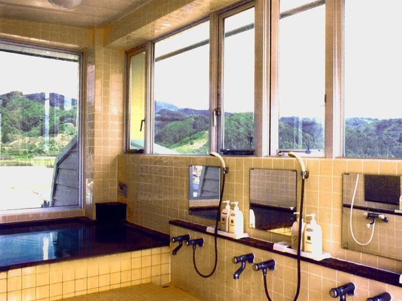 *小浴場/新館最上階にある小浴場は24時間入浴可能♪天然温泉をお好きな時にお楽しみください
