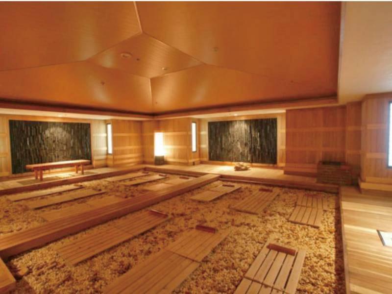 【男性岩盤浴/10:00~22:00】北海道「二岐温泉石と竹炭使用」の温熱療養室効果があると言われる低温サウナ
