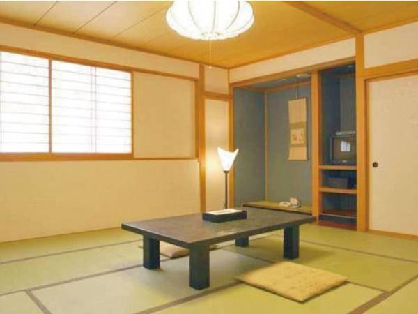 【客室/例】窓から岩木山を眺望できる和室へご案内※定員4名