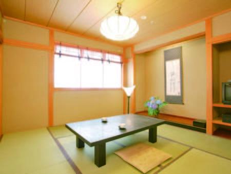 [客室/例] 窓から岩木山を眺望できる和室へご案内※定員4名