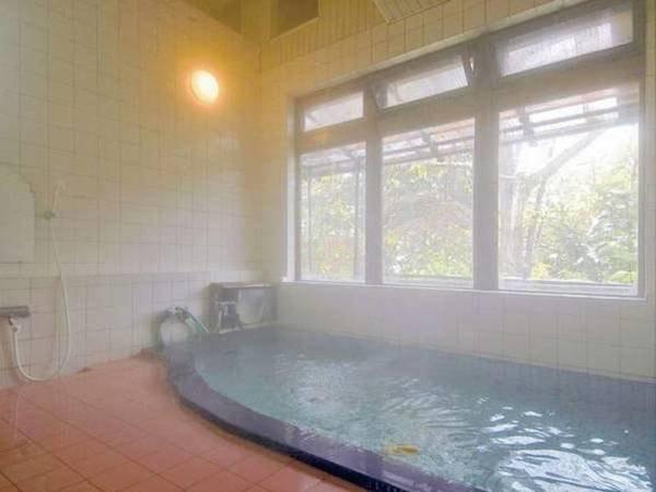 【大浴場】24時間は入れるから嬉しいね!天然温泉にのんびりつかって、疲れを癒しましょう。