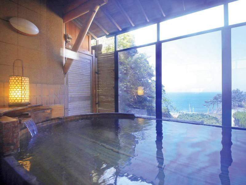 【大浴場・露天風呂】駿河湾を眺めながらゆっくりと湯浴み