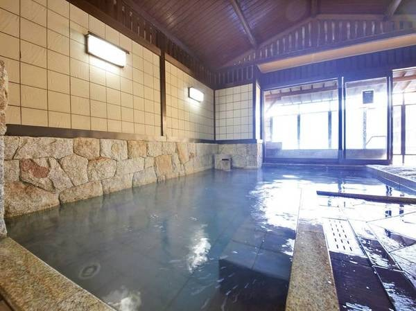 【大浴場】広々とした大浴場でゆったりと寛ぐ