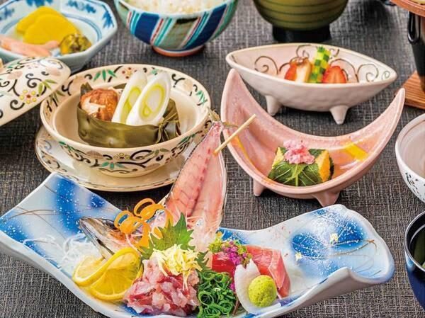 【伊豆御膳プラン夕食/例】ゆこゆこ限定のお手軽伊豆御膳。伊豆の食材を使った彩り鮮やかな料理を肩肘張らずカジュアルにいただく