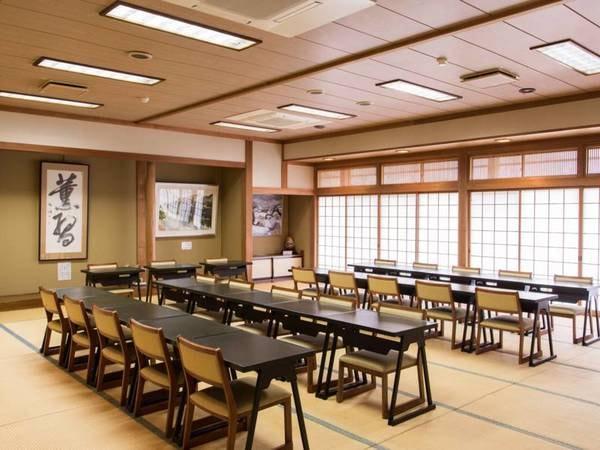 和室の宴会場/お座敷、テーブルどちらでのご利用も可能です