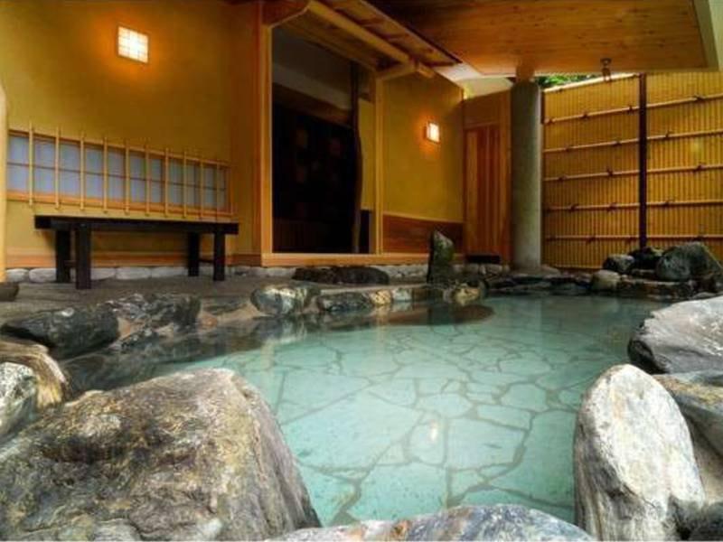 露天風呂「侘び湯」(21時10分から貸切風呂)