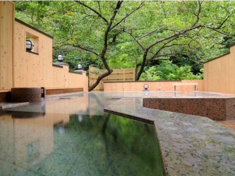 露天風呂「森と桜の湯」/貸切風呂
