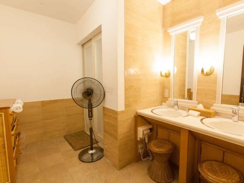 【貸切風呂】広々とした脱衣所。完全な個室になっております。