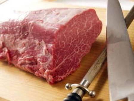 【信州プレミアム和牛】厳選されたA5ランクの牛肉。柔らかさと風味がとても美味しいと評判です。