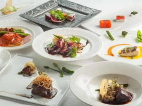 ヨーロッパ産の食材、地元産メインの野菜、天然酵母の自家製パンなど食材と食器までにこだわった料理