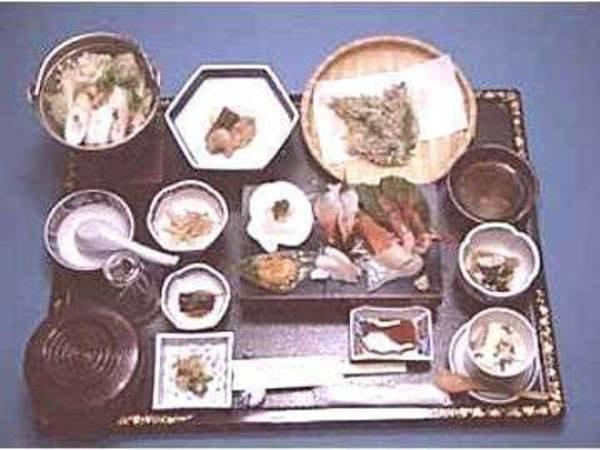 【料理一例】山菜料理などでおもてなし