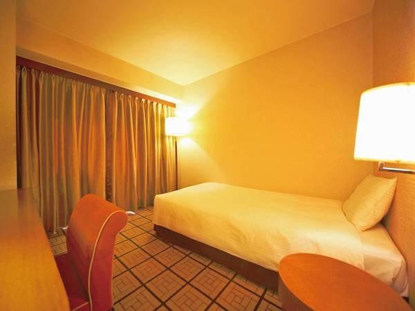 【デラックスシングル/例】17平米。スタンダードより広めのベッドをご用意