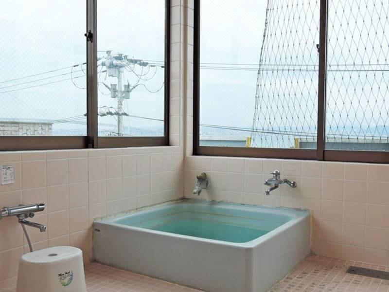 岩屋温泉が愉しめる共同風呂あり