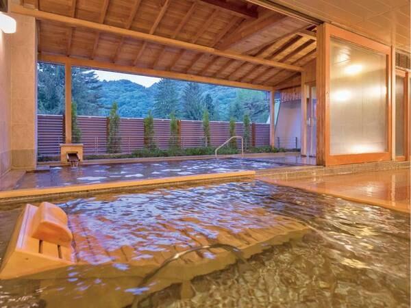 【大浴場】見晴らしの良いひのき風呂