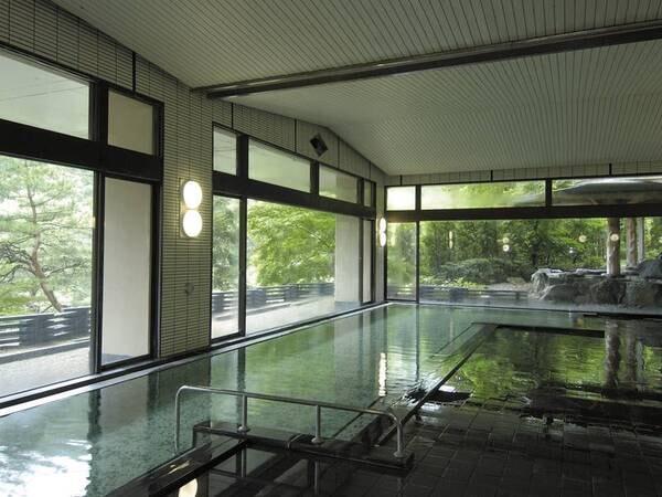 【浴場】サウナ併設の広々浴場