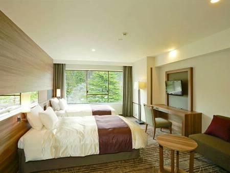 [客室/例] 120㎝幅のセミダブルベッドが並ぶ、広々36.9㎡の広々禁煙洋室