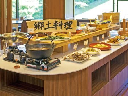 【朝食/例】郷土料理を中心としたバイキングを愉しむ
