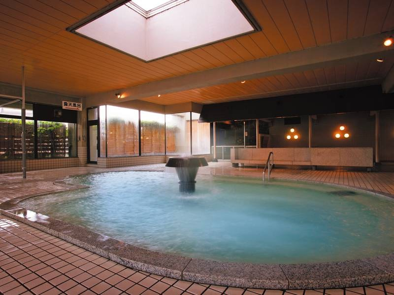 【大浴場/あいの湯・まごころの湯】ヒノキ風呂やトルマリン風呂等複数の浴槽を楽しめる