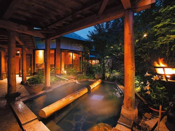 【庭園縄文露天風呂/夢枕の湯】縄文遺跡がモチーフの浴場