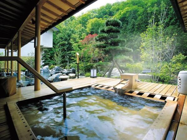 【浴場/喜久の湯】青森ヒバの露天風呂