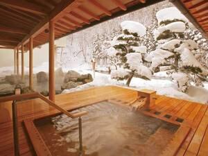 冬にはきれいな雪見露天風呂