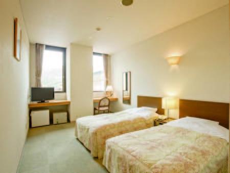 [客室例] ベッド2台のツインルームへご案内(バス・洗浄機能トイレ付)※禁煙確約
