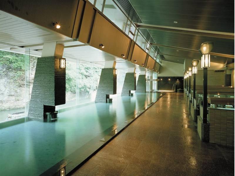 【天河の湯】全長25メートルの大浴槽