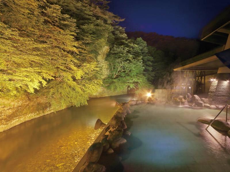 【渓流露天風呂】天河の湯と渓流露天風呂は通路で繋がり自由に行き来できる