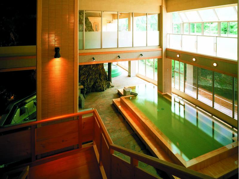 「日高見の湯」上下階吹き抜けの大浴場