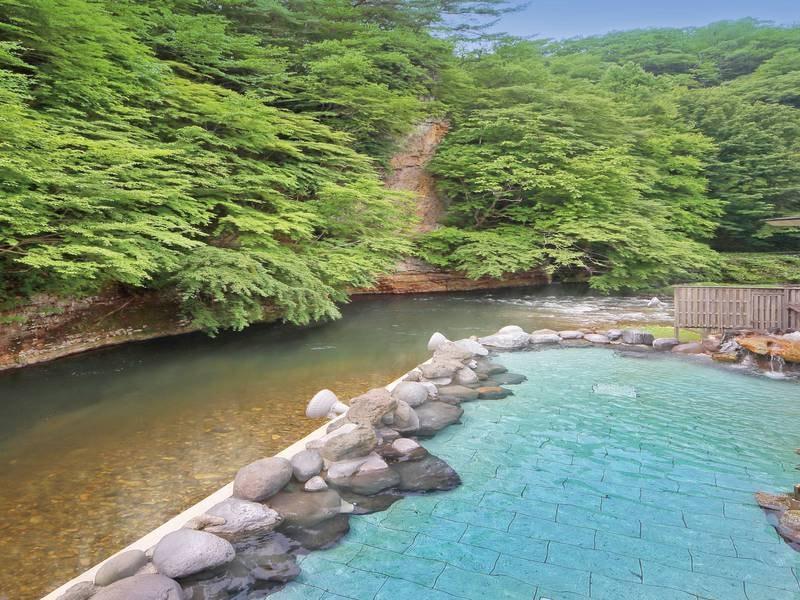 「渓流露天風呂」清流・豊沢川の大自然を眺める