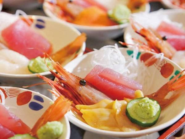 【夕食/例】新鮮な海の幸はお刺身やお寿司で堪能