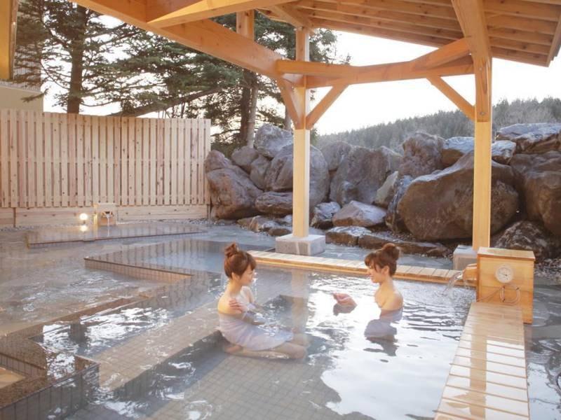 【露天風呂(こまくさの湯)】四季折々の風景を眺める