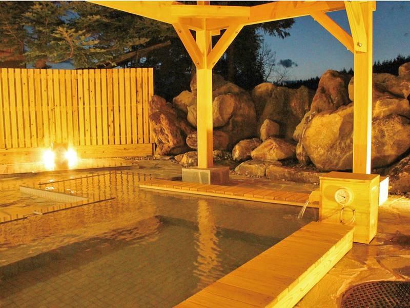 【大浴場(こまくさの湯)】夕方の雰囲気も抜群