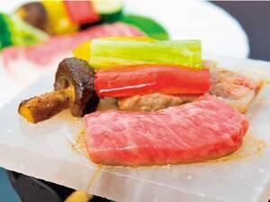 【三梨牛の岩塩焼き/例】地元秋田のブランド、三梨牛を岩塩焼きでご提供!(1つ100g)