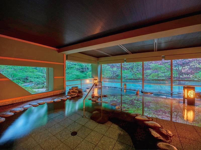 【女性露天風呂】鶯宿川のせせらぎを聞きながら四季の風景を堪能