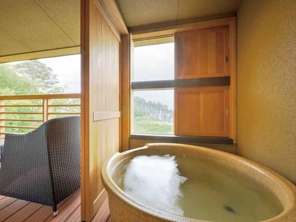 【[本館・たろうの庵]8帖+6帖/例】お部屋のお風呂は、開放感ある露天風呂です。※温泉ではございません