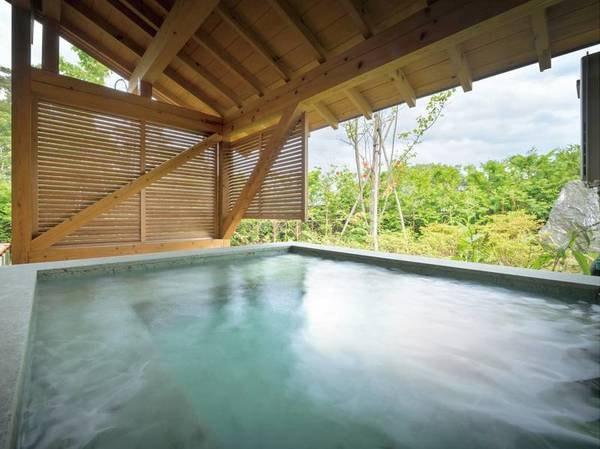 【[離れ・三郎の庵]16帖/例】石造りで手作りの露天風呂は広めのお風呂です。 ※温泉ではございません