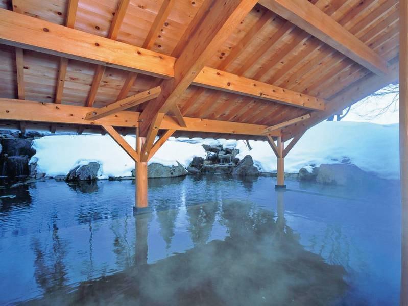 【露天風呂・冬】情緒溢れる雪見風呂が楽しめる