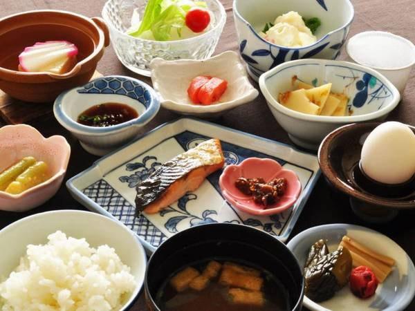 【朝食】その日の活力を作る身体にやさしい和定食