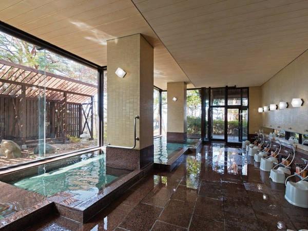 【浴場/かもめの湯(内湯)】赤松林に囲まれた浴場