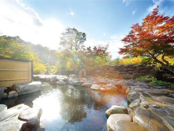 【混浴大露天風呂】 大パノラマの混浴風呂は平安時代から続くお湯の恵みを堪能できます