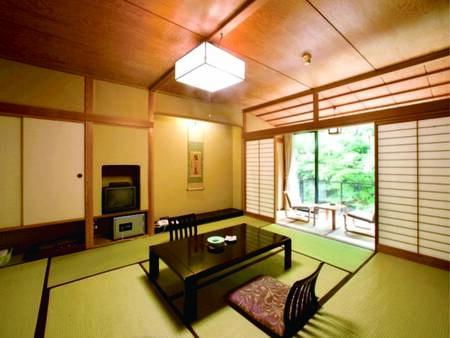 [客室/例] 10畳以上+広縁付和室へ、人数にあわせてご案内 ※眺望等はお任せ